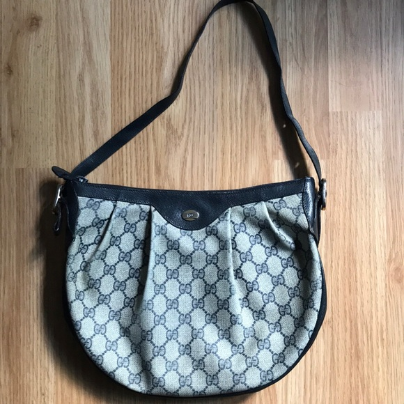 922b5dba84a Gucci Handbags - Authentic Vintage Gucci Hobo bag
